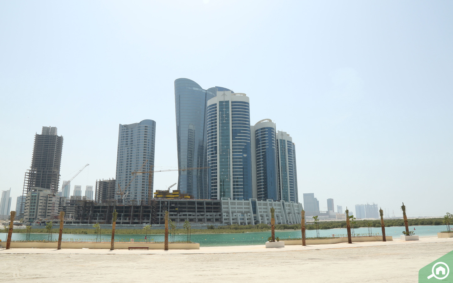 buying and renting apartments in Al Reem