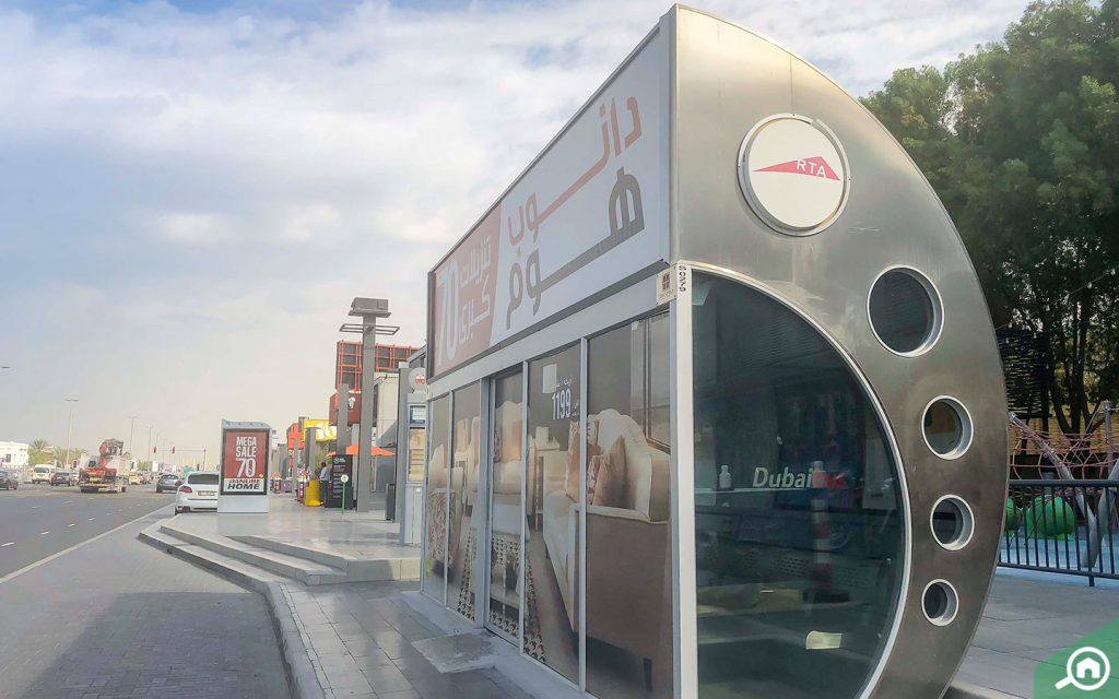 bus stop in al wasl