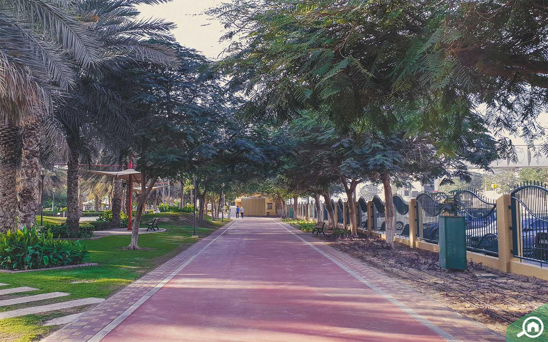 Al Qusais Pond Park boulevard