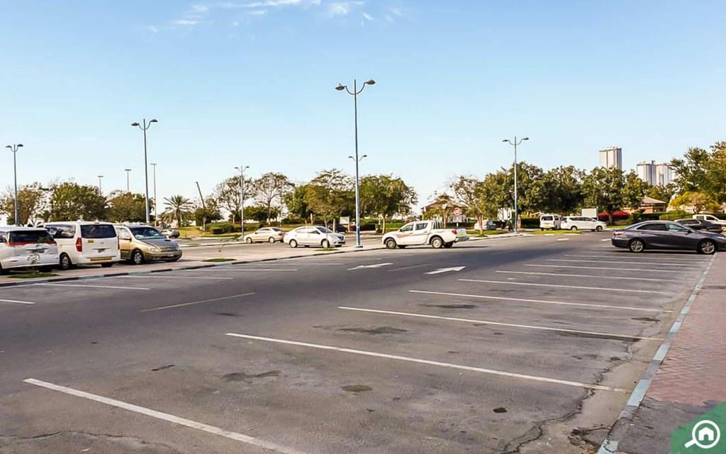 parking in markaziya abu dhabi