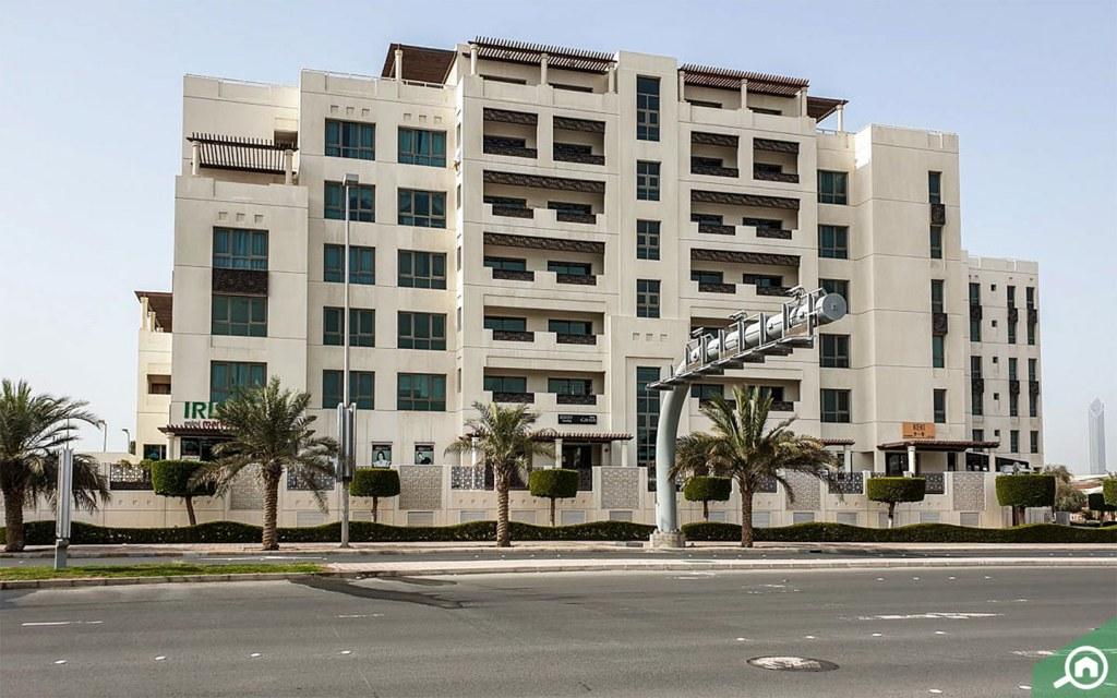 apartment complex in al bateen
