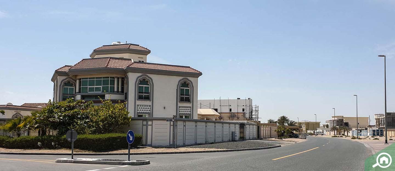 living in Al Warqaa