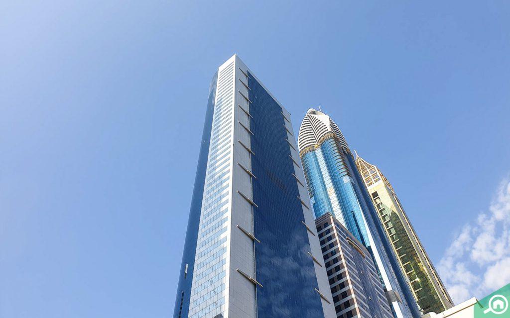 برج القرن 21 في شارع الشيخ زايد