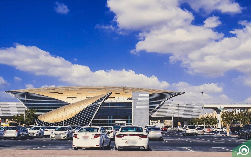 محطة مترو المنطقة الحرة في مطار دبي