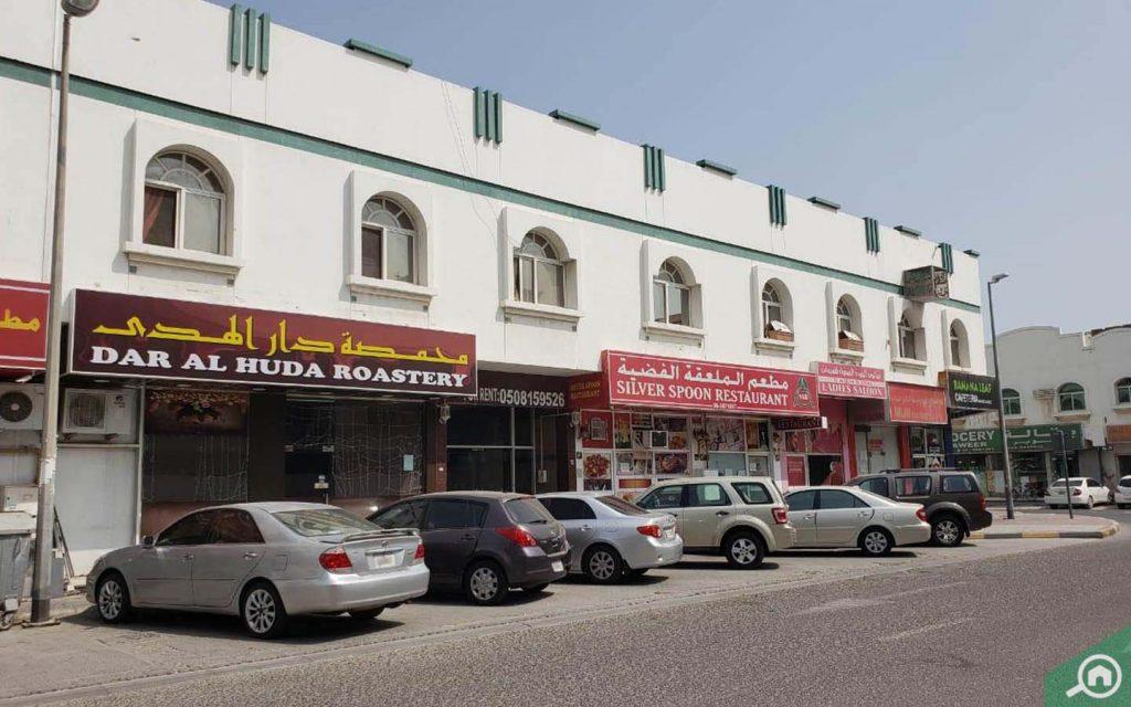 Al Yarmook, Restaurants and Cafeteria