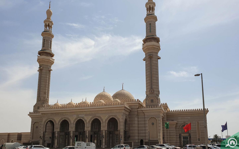 mosque in Between Two Bridges