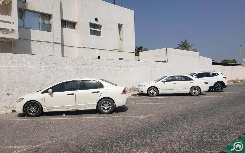 Parking in Al Jazzat