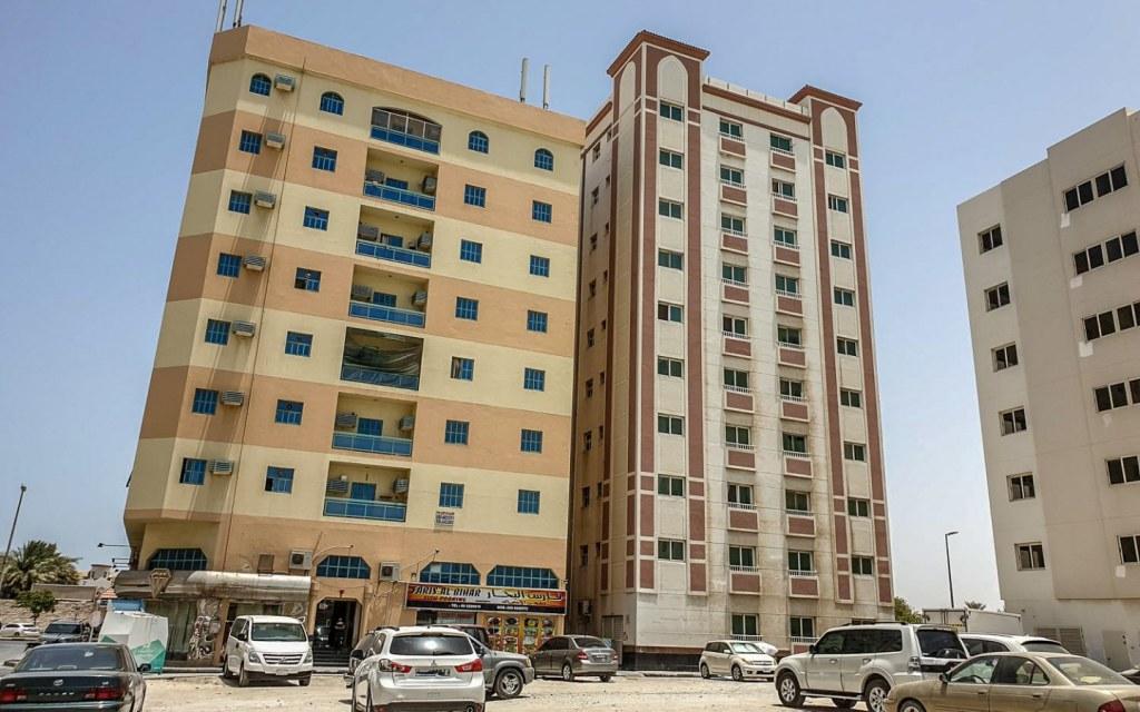 Residential buildings in Bu Tina