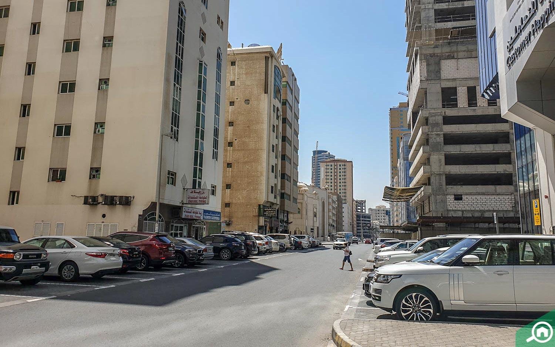 street parking in corniche al buhaira