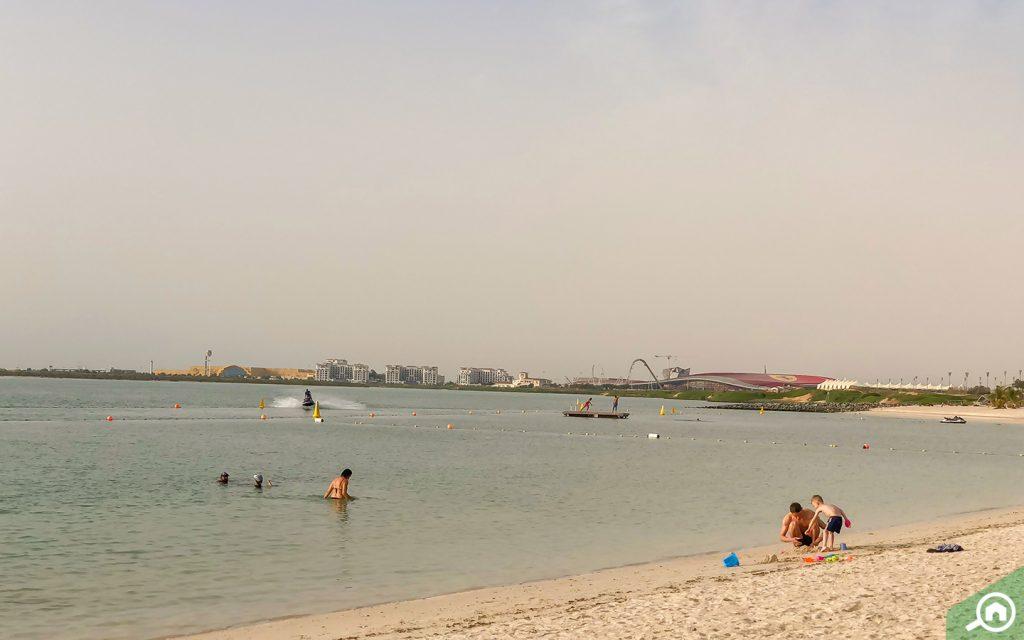 شاطئ ياس ابوظبي