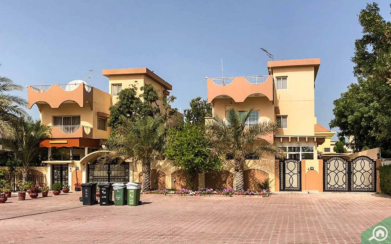 villas in Jumeirah 2