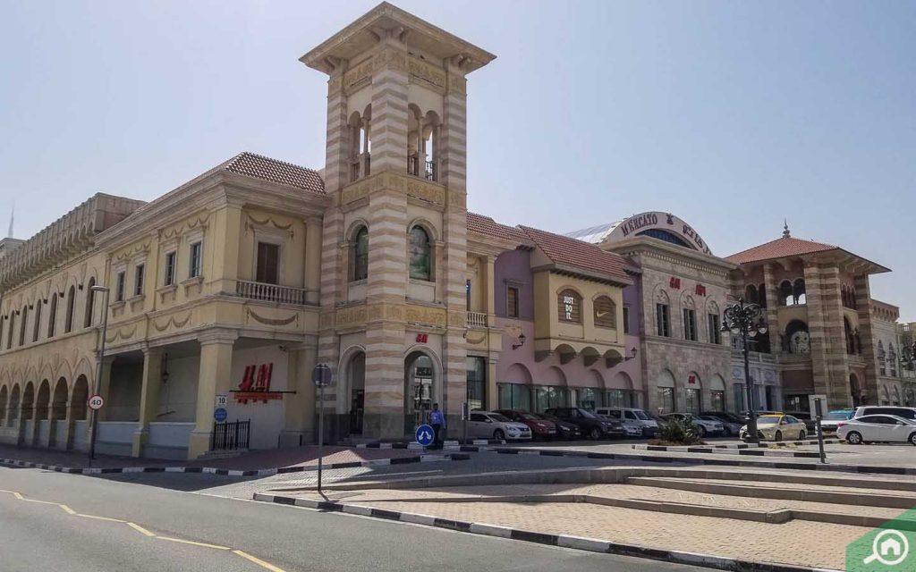 outside view of mercato mall