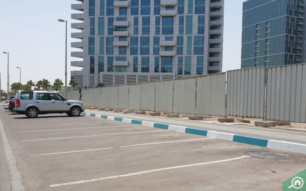 مواقف السيارات في دانة ابوظبي