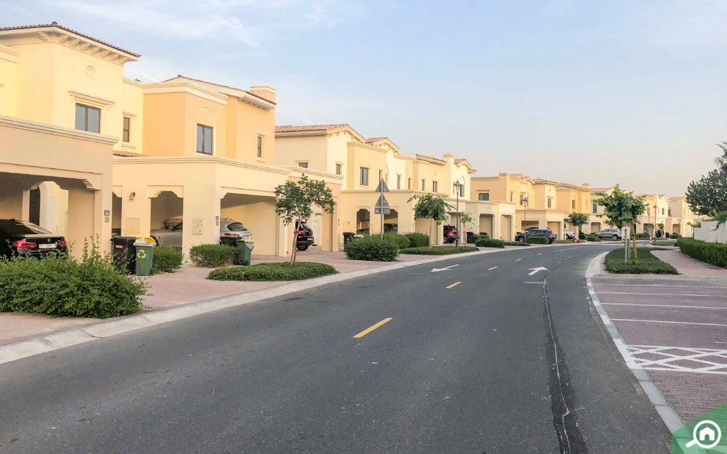 frontal view of villas in Mira