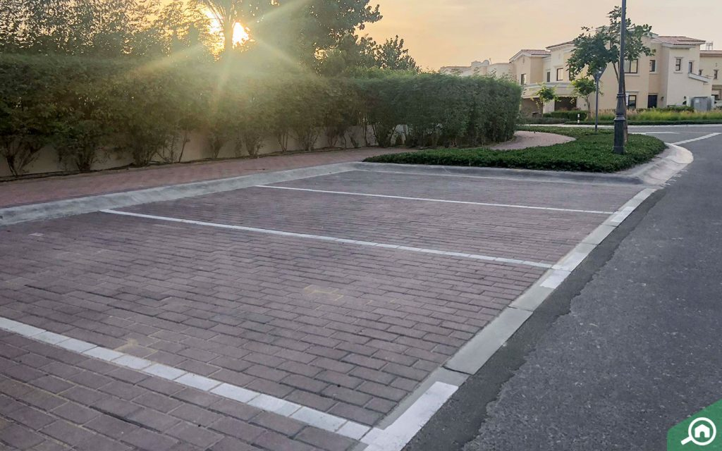 parking spots in Mira