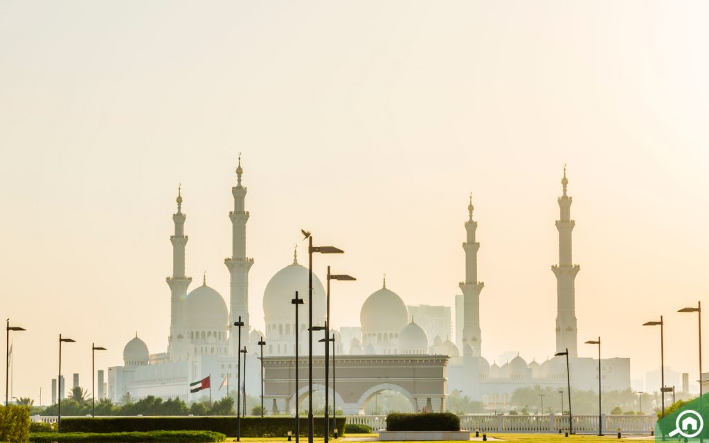 sheikh zayed grand mosque near baniyas