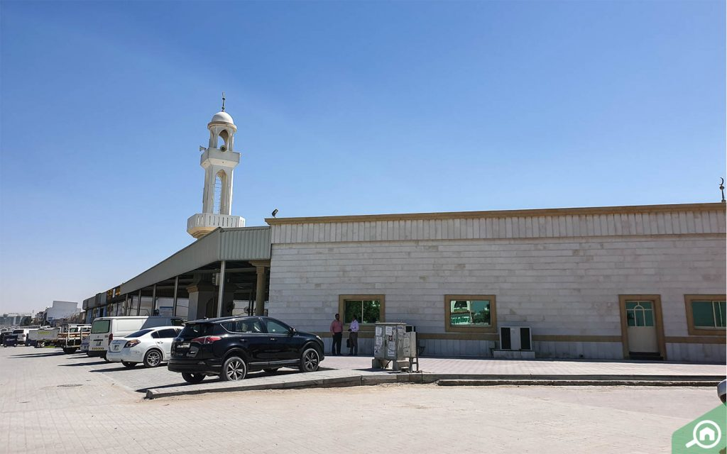 مسجد خلفان المجاور