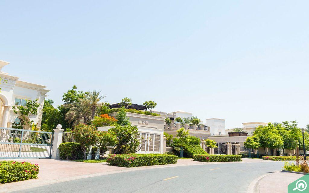 villas in Emirates Hills Dubai