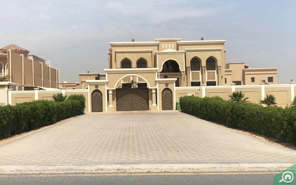 A view of a villa in Al Rahmaniya