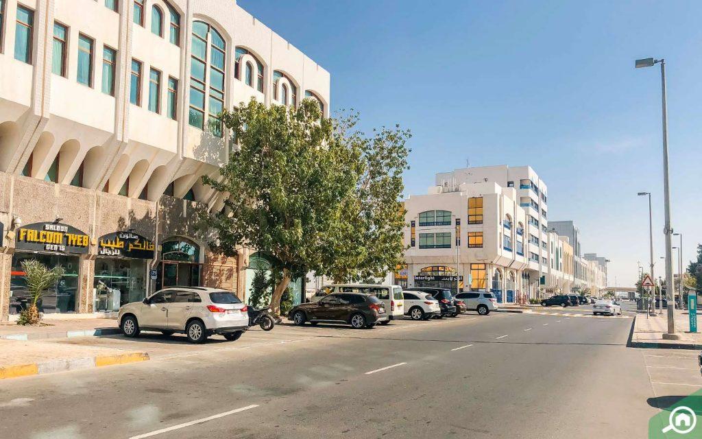 مباني سكنية في شارع فرعي