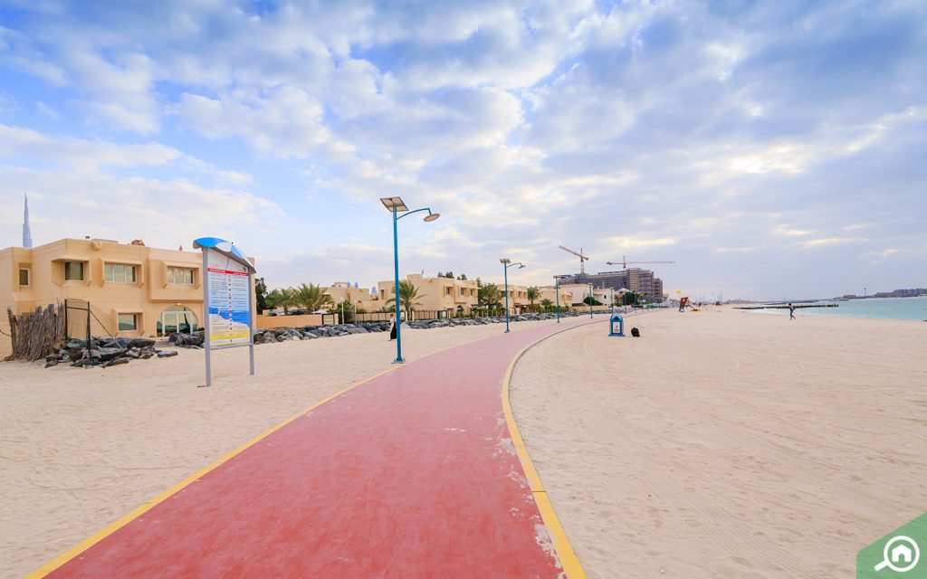 مضمامير مشي قرب شاطئ جميرا