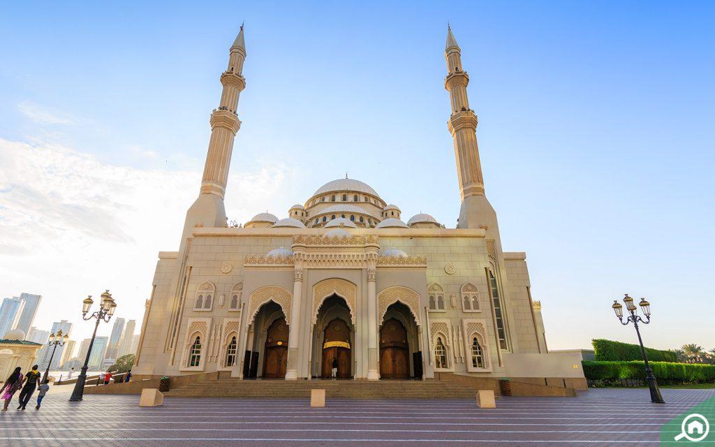 beautiful al noor mosque in sharjah