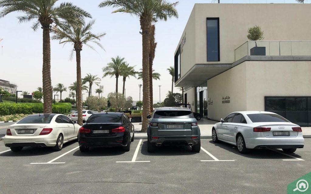 مواقف السيارات في ذا لاجونز دبي