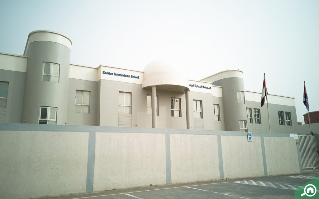 مدرسة في المنطقة
