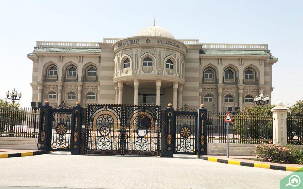 مكتبة الشارقة قرب الياش