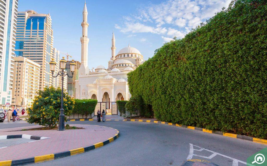 al noor mosque in corniche al buhaira