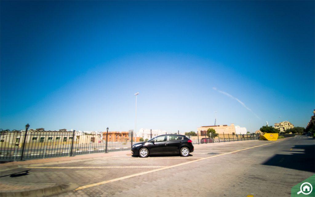 مواقف سيارات مجانية