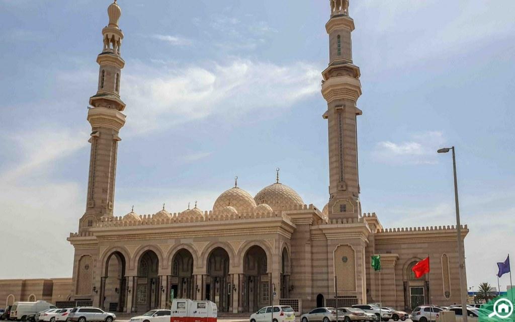مسجد قريب من المقطع