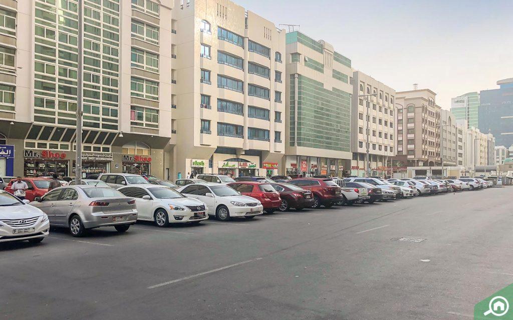 مواقف السيارات في شارع حمدان