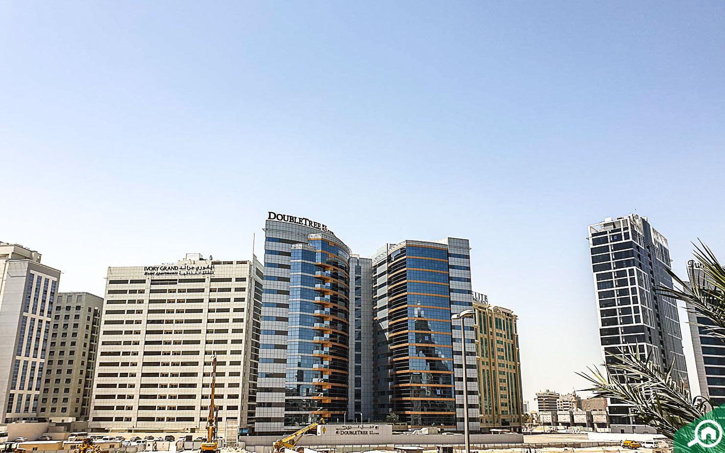 أبراج ومباني فندقية