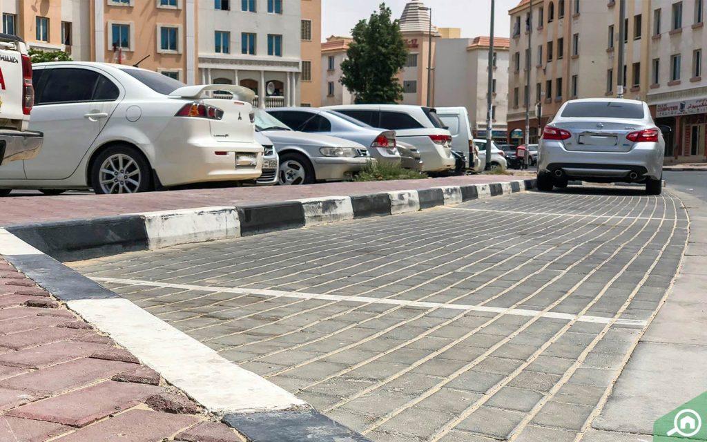 مواقف المدينة العالمية دبي