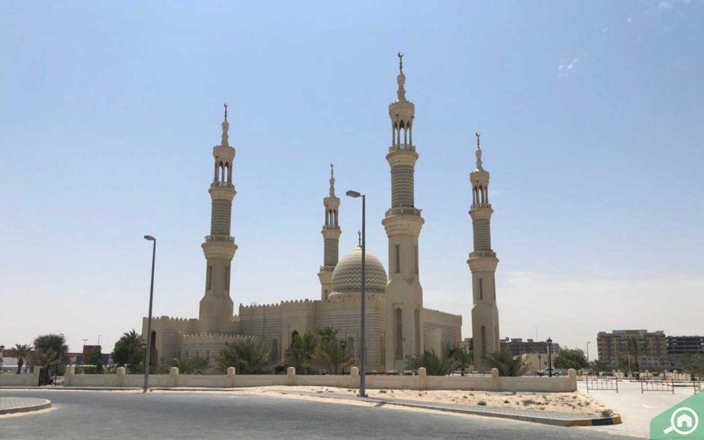 beautiful Sheikh Zayed Mosque in UAQ