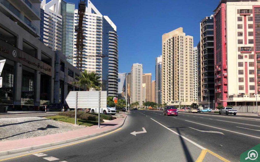 منظر الشارع من أمام برج تو تاوز A