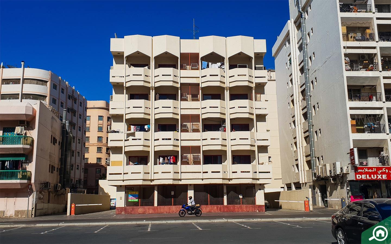 مباني سكنية وتجارية