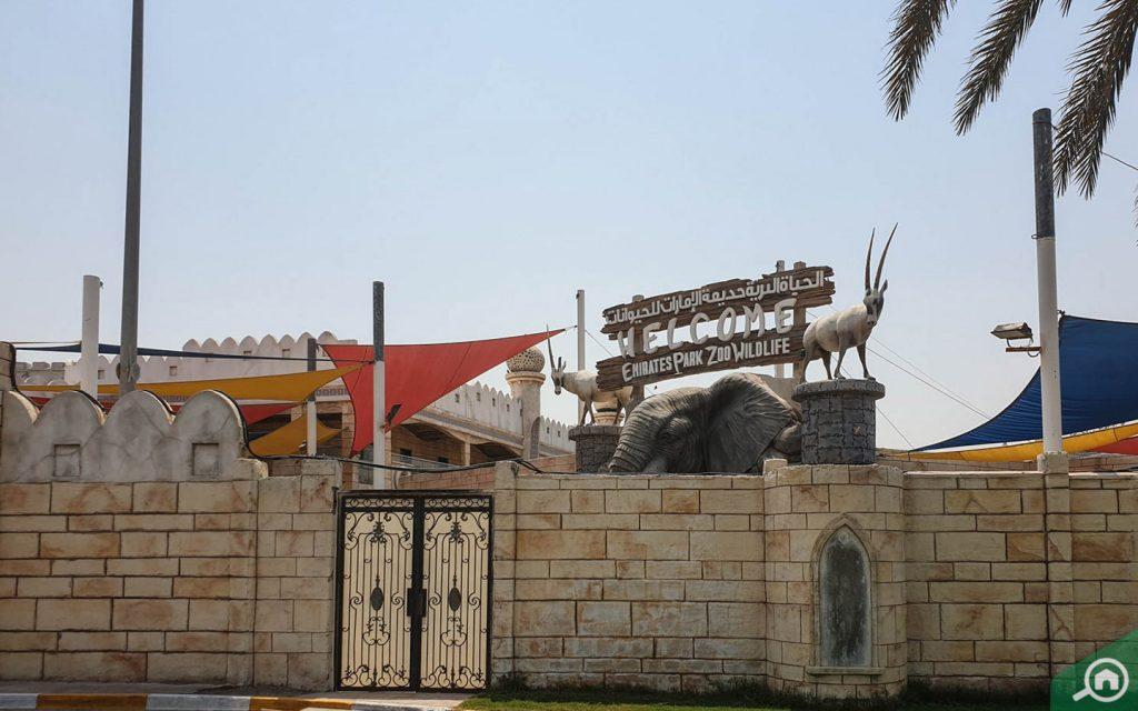 emirates park zoo near hydra village