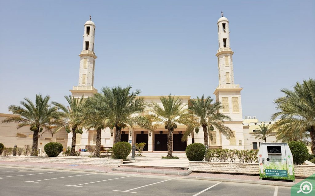 mosque near oud al muteena 3