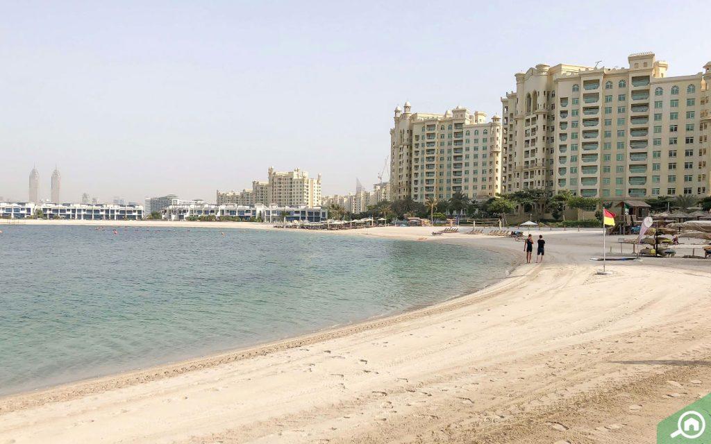 الشواطئ في نخلة جميرا